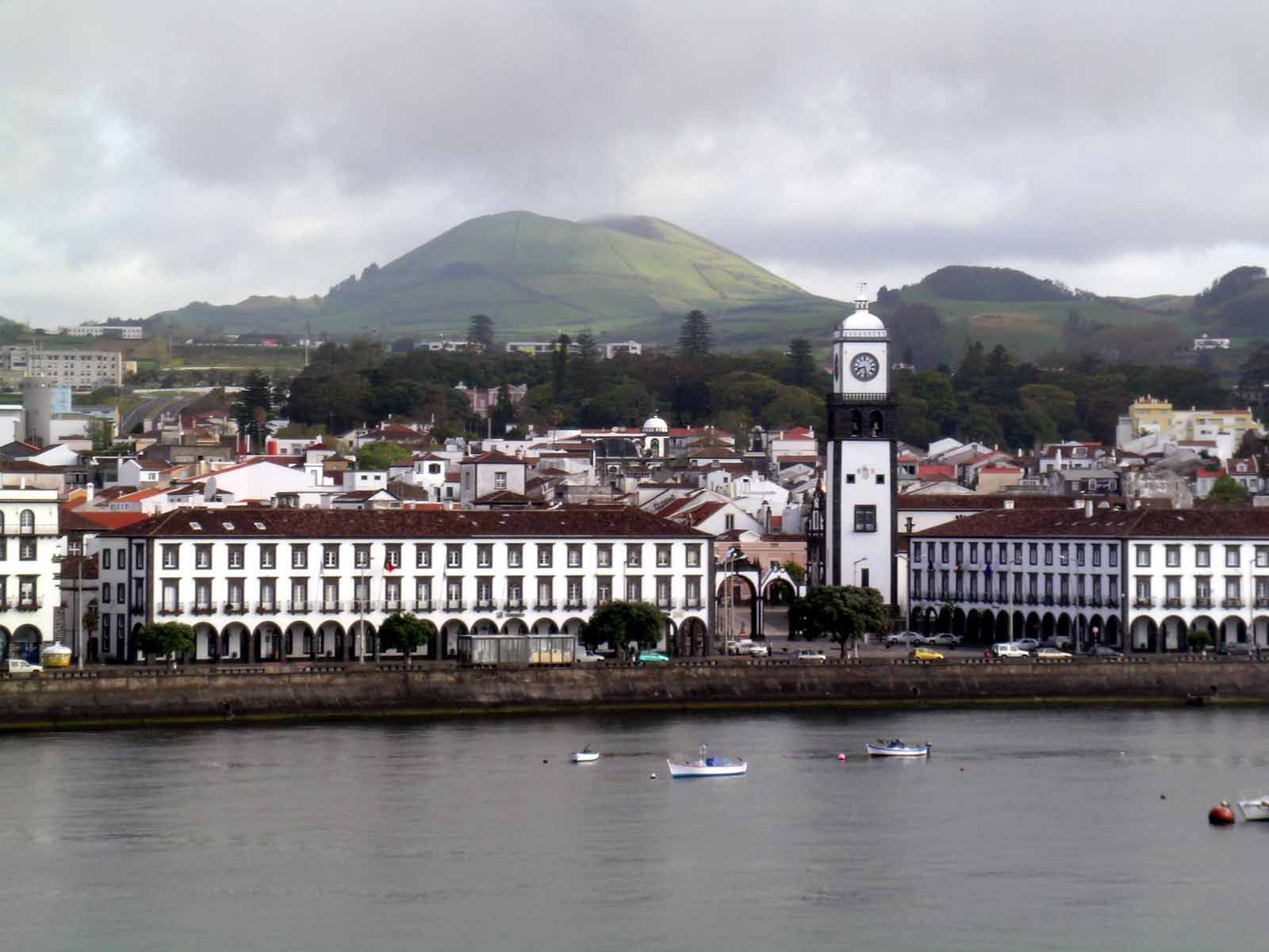 ponta delgada women Find the best ponta delgada villas and apartments to rent choose from 136 cheap or luxury holiday villas with 345 unbiased tripadvisor reviews.