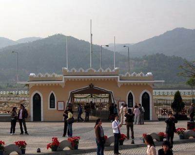 Zuhai, China border gate from Macau Portal